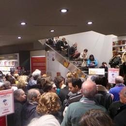 La libreria presa d'assalto Folla per i consigli del dottor Mozzi