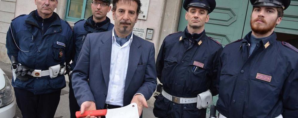 Colpisce la moglie col machete, arrestato Caravaggio, tragica storia di una 48enne