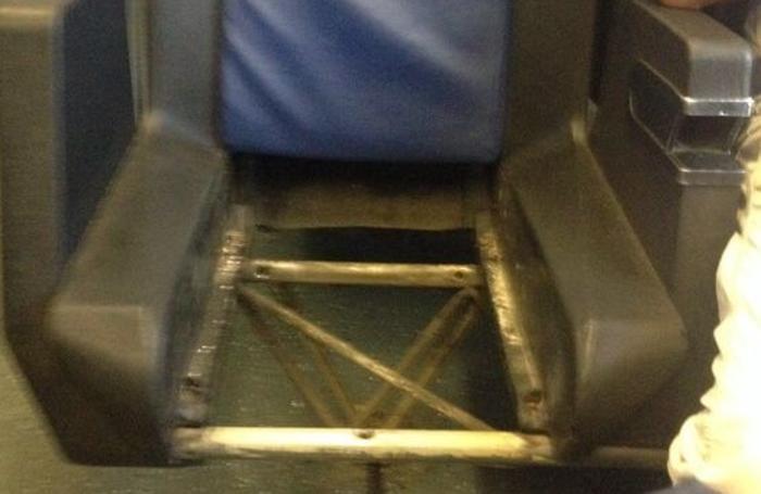 Un sedile distrutto