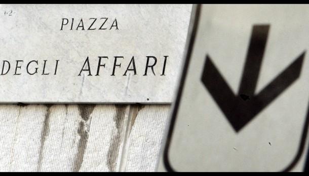 Borsa: Milano chiude in calo, -0,69%