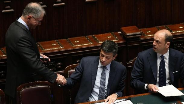 M5s, votare presto mozione sfiducia Lupi