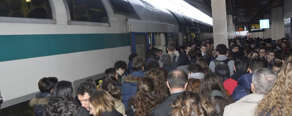 Per Expo si tagliano i treni dei pendolari Legambiente: «Mettete bus sostitutivi»