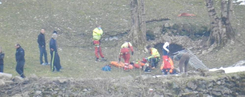 Pota una pianta: caduta fatale Un 71enne muore a Branzi