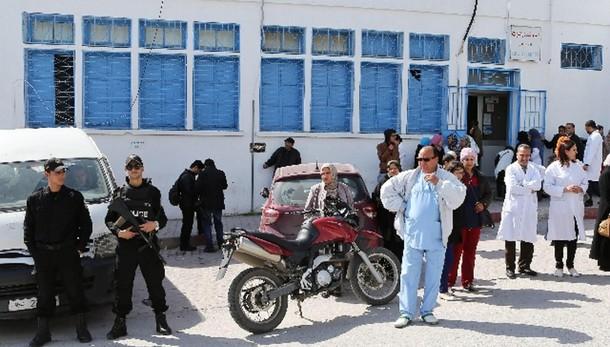 Tunisi: manifestazione davanti al museo