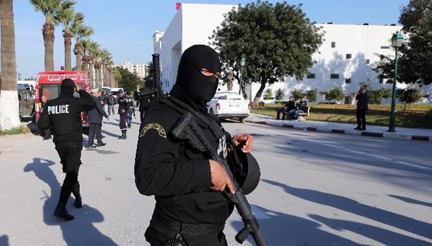 Tunisi: presidenza, quattro arresti