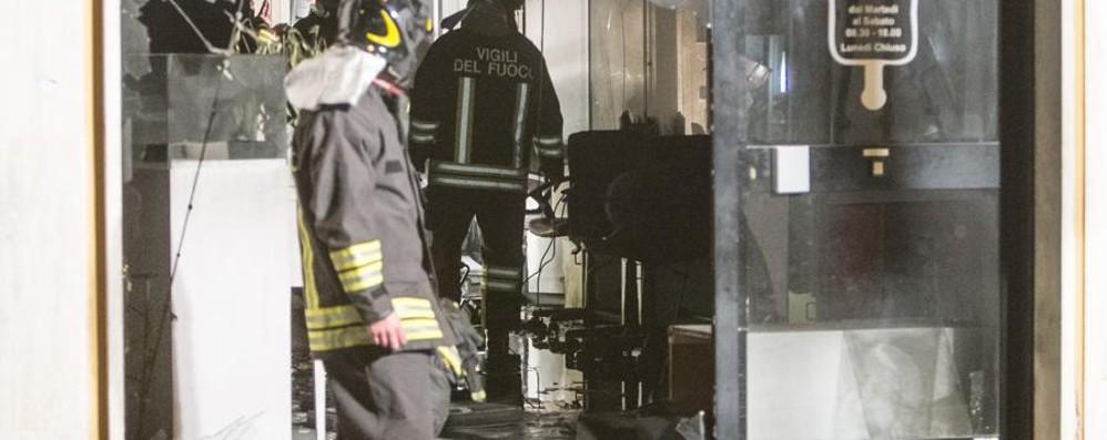 Boato e  giallo a Borgo Palazzo: brucia un salone di acconciature