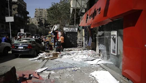 Bomba nel centro del Cairo, vittime