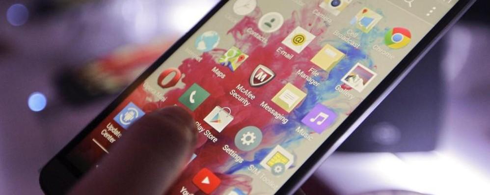 Se lo smartphone cambia il cervello Ecco gli effetti di selfie e touchscreen
