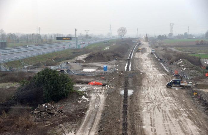 Cantiere per i lavori per la Tav nell'area adiacente alla Brebemi, tra Casirate e Treviglio