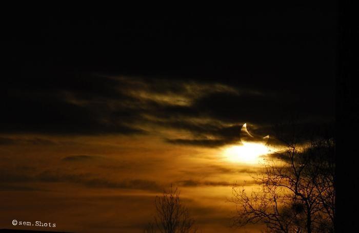 L'eclissi di sole del  4 gennaio 2011 (anche nella foto sopra)