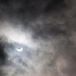 Le nuvole hanno disturbato l'eclissi a San Paolo d'Argon (foto inviata da Maurizio Persico)