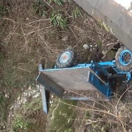 Precipita dal ponte con il trattore Pensionato salvato in elicottero