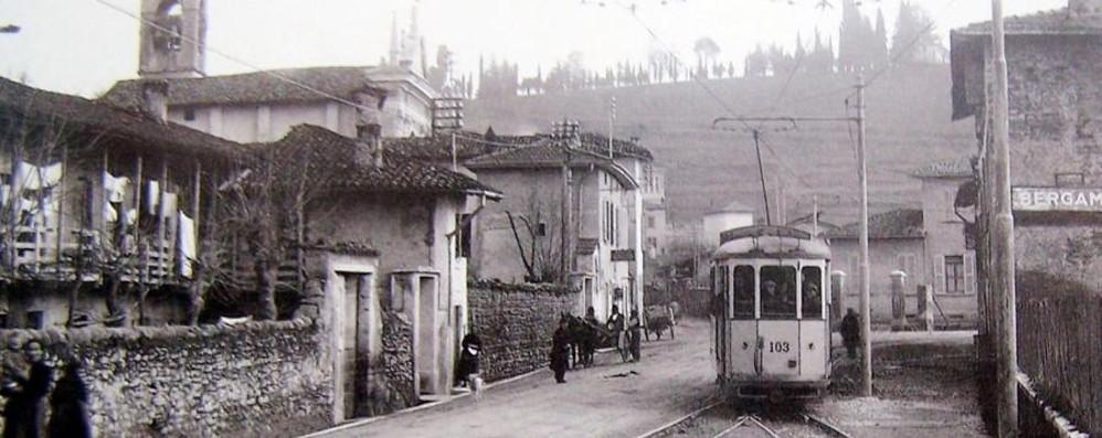 Anni '30, il tram a Longuelo Ora la strada è tutta delle auto