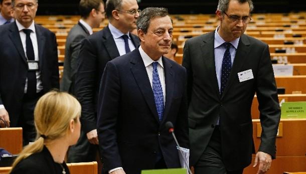 Draghi, migliorano prospettiva crescita