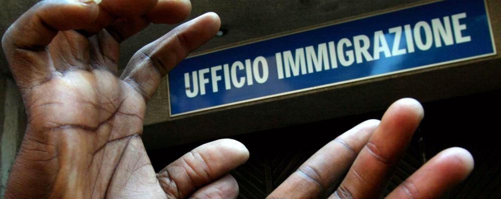 Falsi contratti di lavoro a stranieri Arrestati padre e figlio avvocati