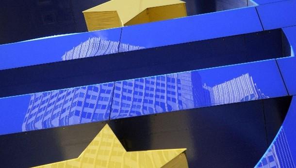 Cambi: euro in calo a 1,084 dollari