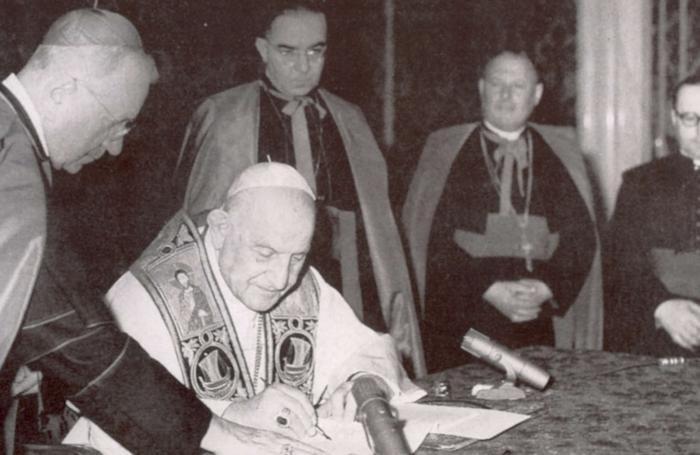 Papa Giovanni firma la Pacem in Terris