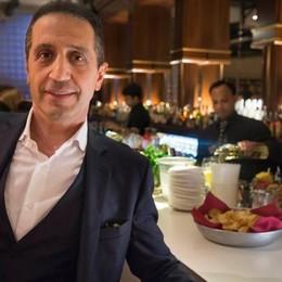 «Mister Sorriso» al «Roialto» di Milano Il dentista bergamasco nel locale dei vip