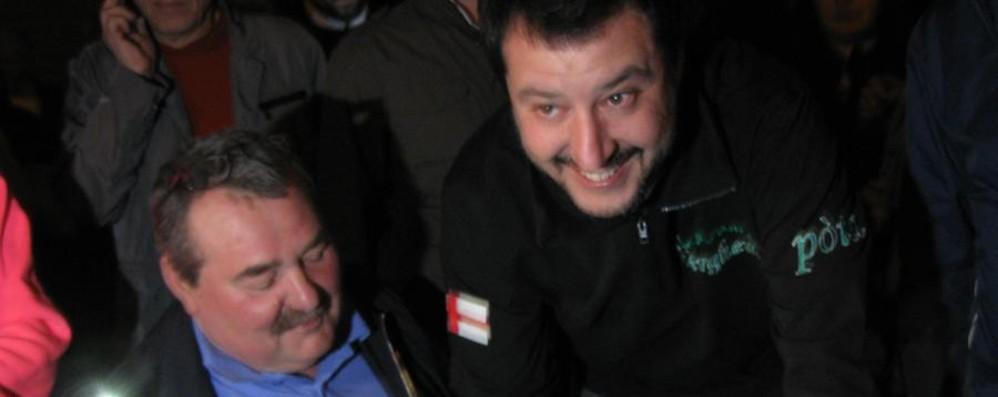 Salvini: «No ai profughi nell'ex asilo» Dalmine, applausi e contestazioni - Video