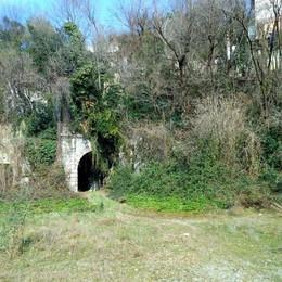 L'imbocco sud della galleria all'altezza della stazione di Villa d'Almè