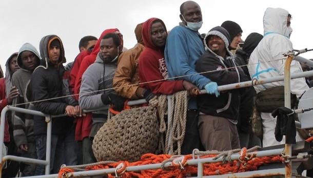 Immigrazione: 7.882 sbarcati nel 2015