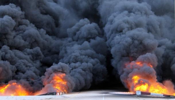 Libia: l'Isis colpisce campi petroliferi