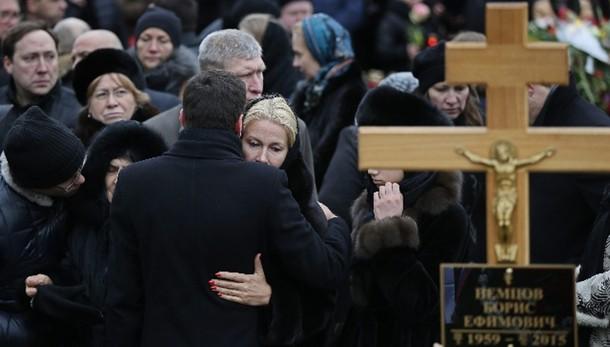 Nemtsov: la Russia di Ieltsin a funerali
