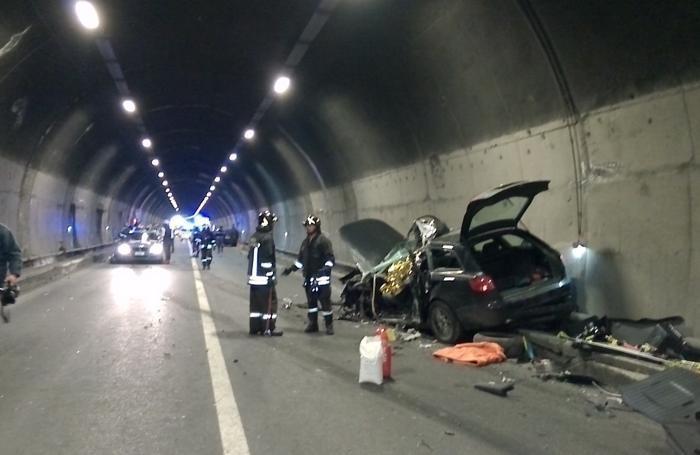 Le immagini della tragedia a Breno in galleria