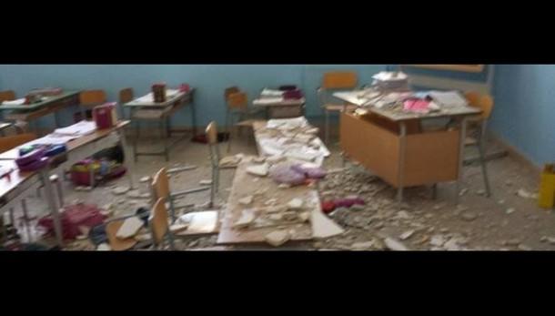 Crollo calcinacci a scuola, bimba ferita