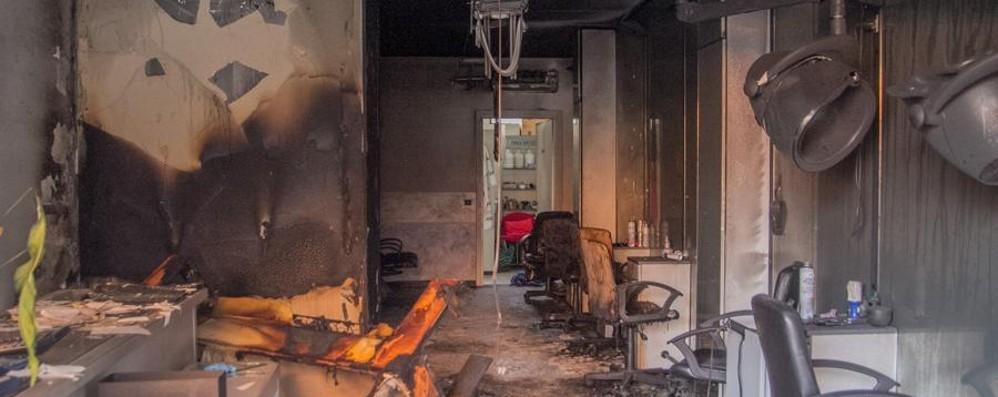 Sigilli al negozio esploso C'è il dolo: ingenti i danni