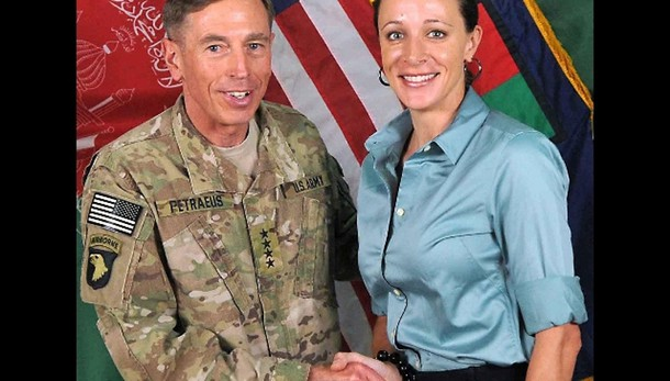 Usa: Petraeus si dichiara colpevole