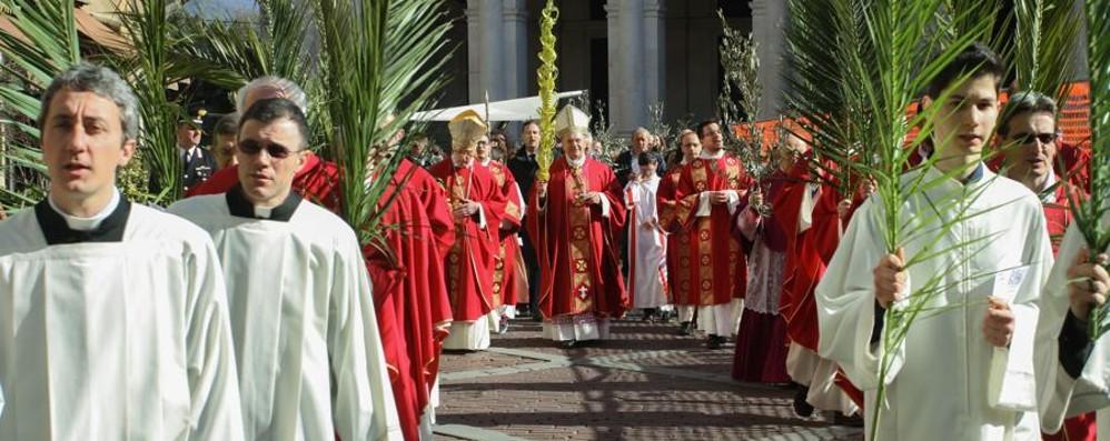 Bergamo rivive la Domenica delle Palme  Il vescovo: nella croce brilla la speranza