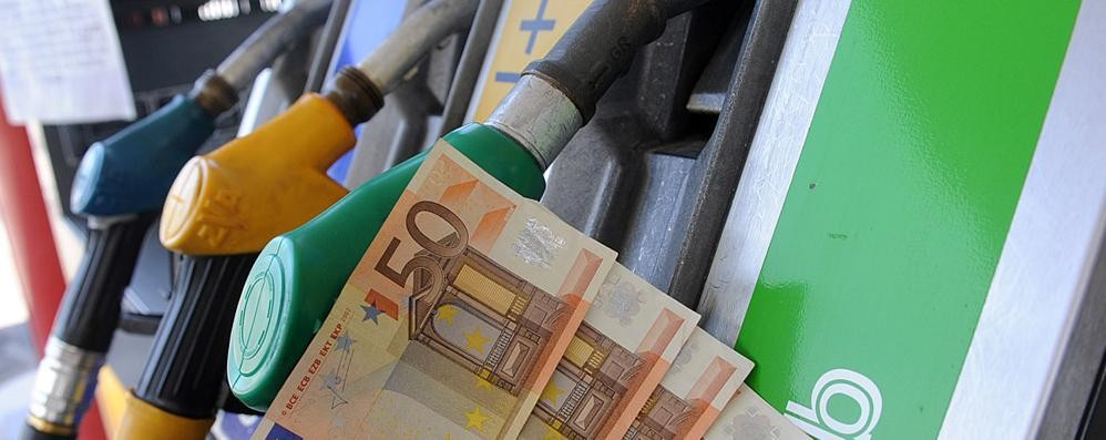 Distributori chiusi (48 ore) sulle autostrade Intanto il petrolio scende, non la benzina