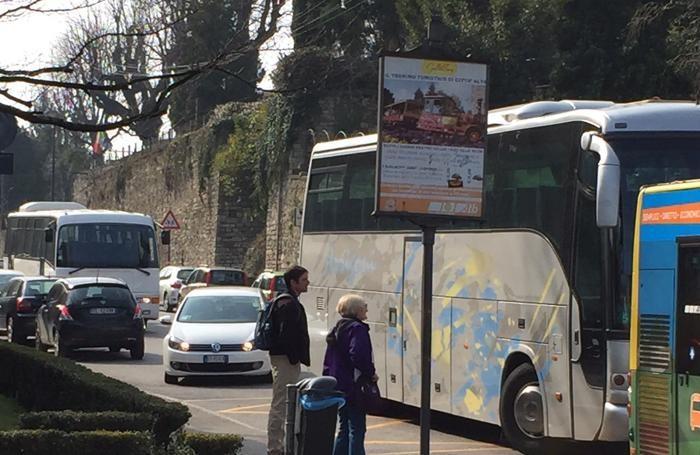 Autobus fermi in Colle Aperto
