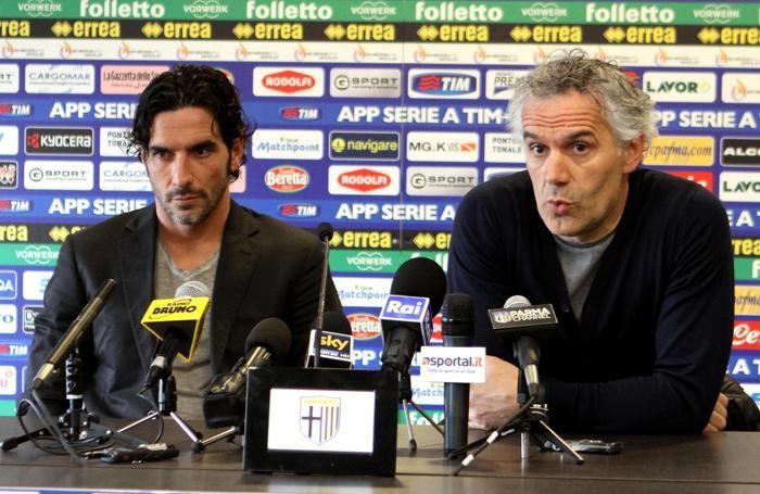 Il capitano del Parma Alessandro Lucarelli e, a destra,  l'allenatore Roberto Donadoni