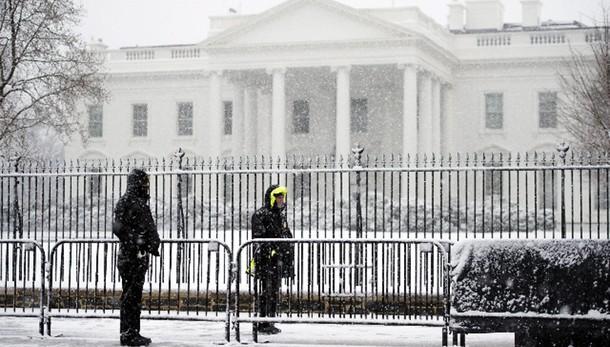 Incendio vicino Casa Bianca, allerta