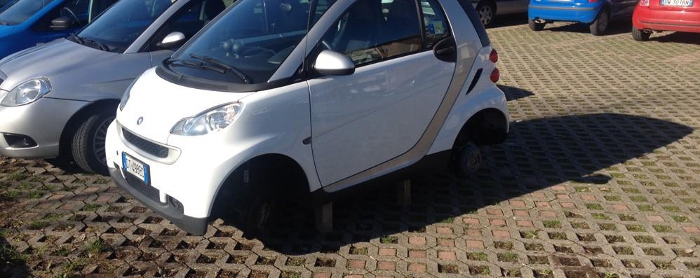 Tornano i ladri di pneumatici Al Villaggio Sposi via otto gomme