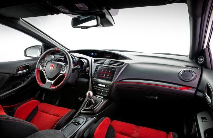 L'interno della Honda Civic Type R