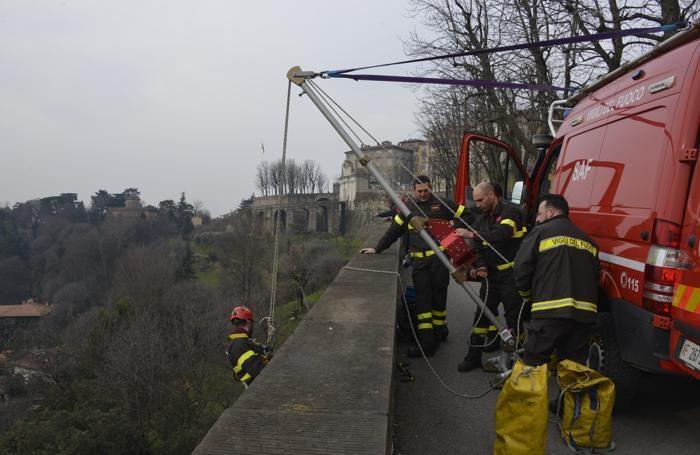 I vigili del fuoco sulle Mura