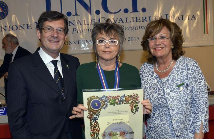 Al centro Giuliana D'Ambrosio premiata dall'Unci con Marcello Annoni  e Tina Mazza
