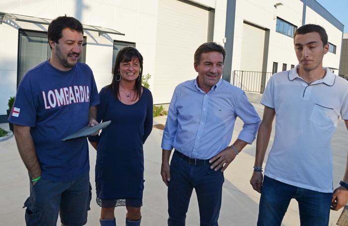 Antonio Monella, secondo da destra, con Matteo Salvini