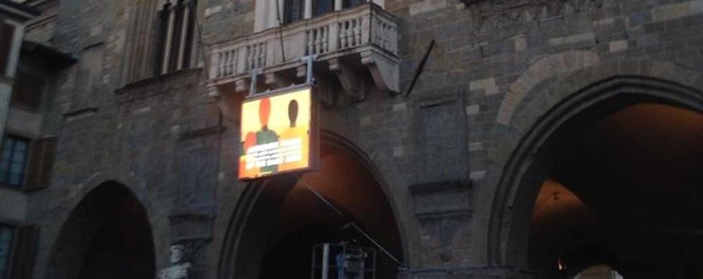 «Ma cosa ci fa quel display sotto il Palazzo della Ragione?»