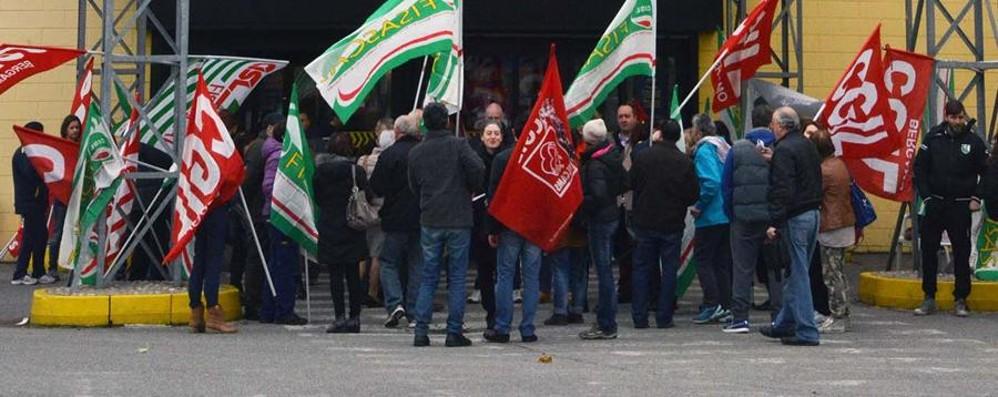 Mercatone Uno: è sciopero al contrario «Tutti al lavoro, 50 dipendenti da salvare»