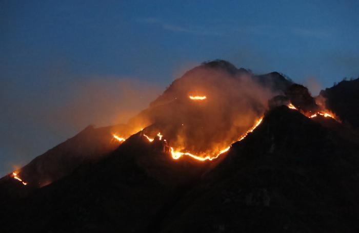 Ancora una foto dell'incendio notturno
