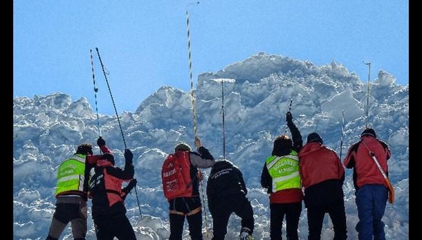 Austria, sopravvive 10 ore sotto valanga