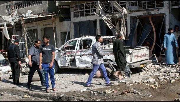 Camion-bomba a Baghdad, almeno 10 morti