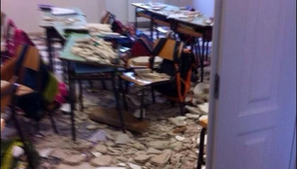 Crollo in scuola, bambini feriti