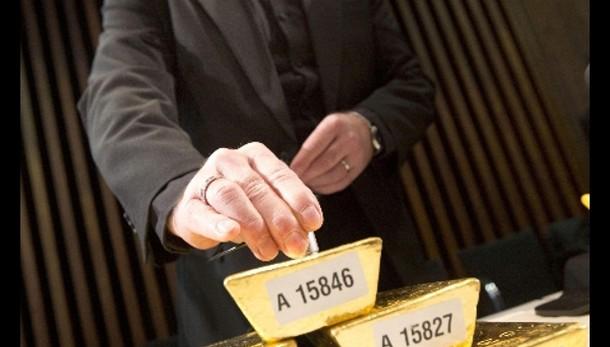 Oro: in calo a 1.204,15 dollari