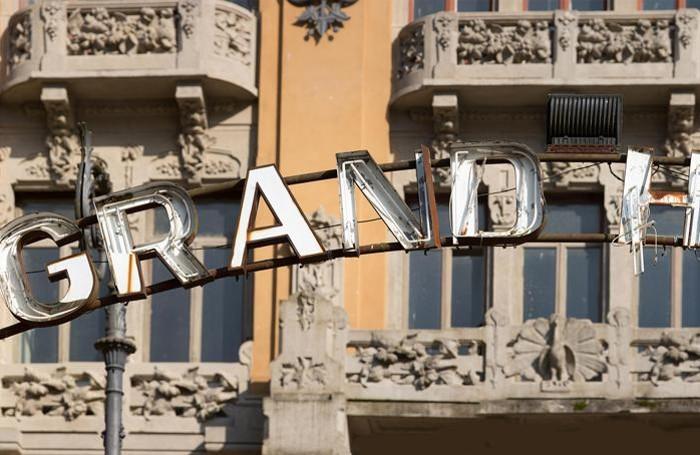 L'insegna arrugginita del Grand Hotel di San Pellegrino