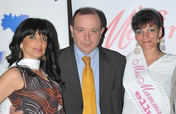 A destra Claudia Mandelli